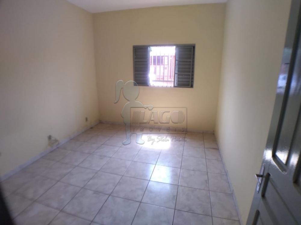 Alugar Casas / Padrão em Ribeirão Preto R$ 900,00 - Foto 2