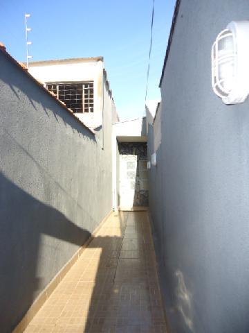 Alugar Casas / Padrão em Ribeirão Preto. apenas R$ 700,00