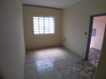 Alugar Casas / Padrão em Ribeirão Preto R$ 900,00 - Foto 1