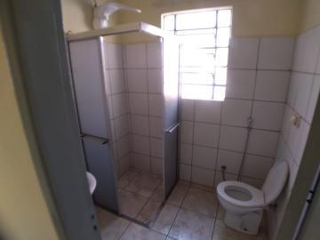 Alugar Casas / Padrão em Ribeirão Preto R$ 900,00 - Foto 11