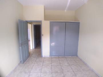 Alugar Casas / Padrão em Ribeirão Preto R$ 900,00 - Foto 5